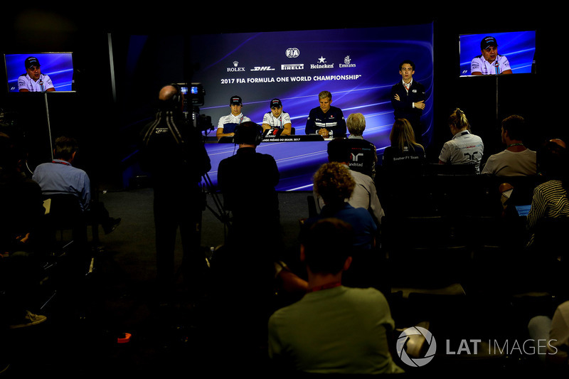Lance Stroll, Williams, Felipe Massa, Williams e Marcus Ericsson, Sauber nella conferenza stampa