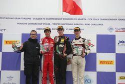 Podio Gara 3: il secondo classificato Olli Caldwell, Prema Theodore Racing, il vincitore Frederik Vesti, Van Amersfoort Racing BV, il terzo classificato Toby Sovery, KDC Racing