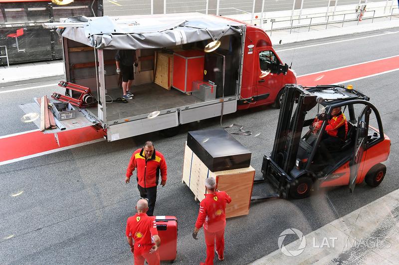 DHL con flete de Ferrari