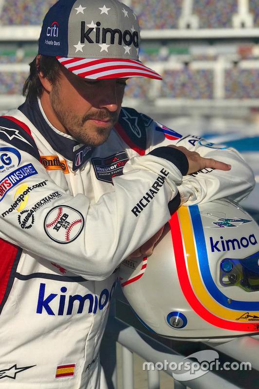Fernando Alonso, United Autosports posa durante una sesión de fotos