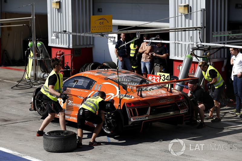 Pitstop, #33 Car Collection Motorsport Audi R8 LMS: Dirg Parhofer, Dimitri Parhofer, Rémi Terrail, A