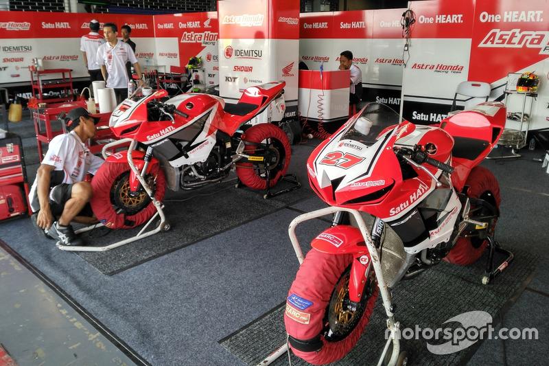 Motor Andi Gilang dan Irfan Ardiansyah, Astra Honda Racing Team