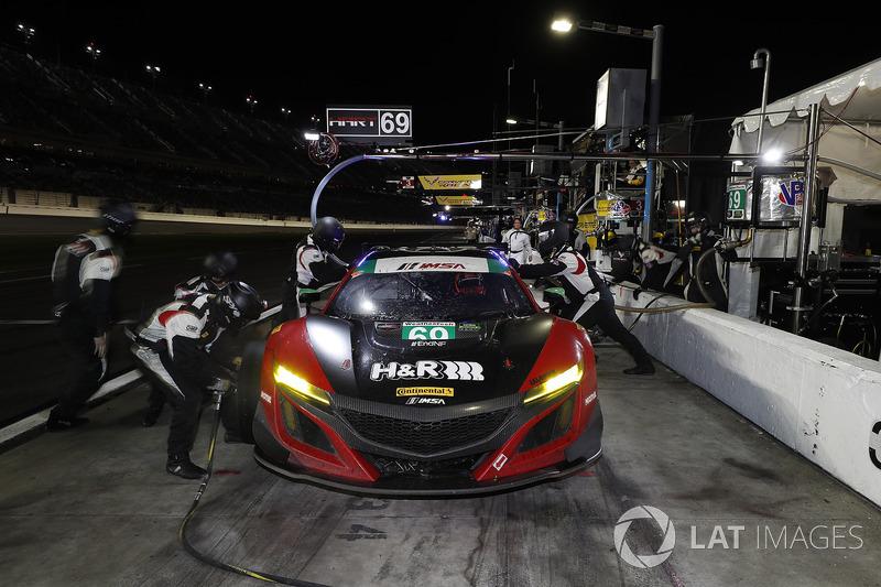 Пит-стоп: Чад Гилсингер, Райан Иверсли, Шон Рейхолл, Джон Фальб, HART Acura NSX GT3 (№69)