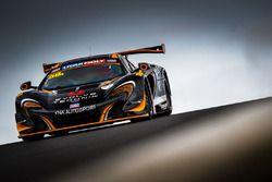 #58 YNA Autosport McLaren 650S GT3: Shane Van Gisbergen, Craig Lowndes, Co?me Ledogar