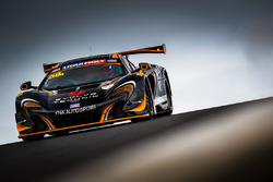 Шейн ван Гисберген, Крейг Лаундес, Коме Ледогар, YNA Autosport, McLaren 650S GT3 (№58)