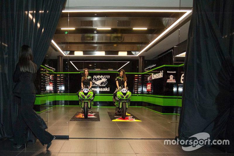 Kawasaki ZX-10RR Puccetti Racing with Kawasaki Puccetti Racing girl