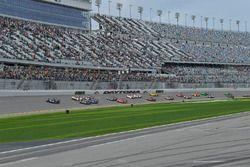 #10 Wayne Taylor Racing Cadillac DPi, P: Renger van der Zande, Jordan Taylor, Ryan Hunter-Reay leads