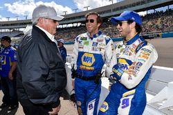 Chase Elliott, Hendrick Motorsports, Chevrolet Camaro, mit Alan Gustafson und Rick Hendrick