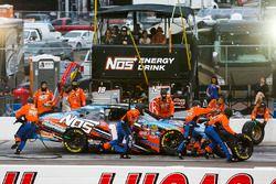 Kyle Busch, Joe Gibbs Racing, Toyota Camry NOS pit stop