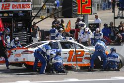 Ryan Blaney, Team Penske, Ford Fusion Devilbiss, pit stop