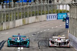 Kamui Kobayashi, Andretti Formula E , battles Neel Jani, Dragon Racing