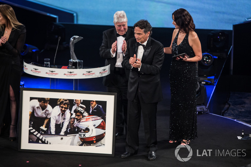 Nelson Piquet receives a lifetime achievement award from Gordon Murray, Herbie Blash and Julia Piquet