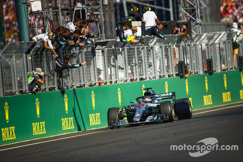 Lewis Hamilton, Mercedes AMG F1 W09, 1st position, takes the chequered flag