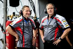 Chris Clark, Brad Jones Racing Holden, Peter Vale, Brad Jones Racing Holden.