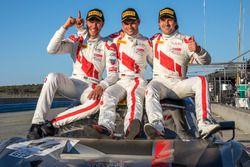 Ganador de la carrera Kelvin van der Linde, Pierre Kaffer, Markus Winkelhock, Team Magnus