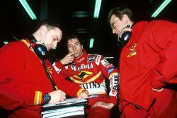 Heinz-Harald Frentzen, Williams, discute avec ses ingénieurs