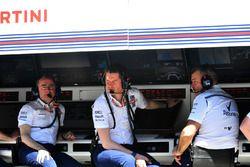Paddy Lowe, accionista y director técnico de Williams y Rob Smedley, jefe de rendimiento de vehículos de Williams