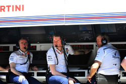 Paddy Lowe, Williams Shareholder and Technical Director and Rob Smedley, Williams Head of Vehicle Performance