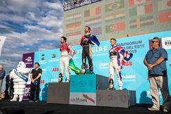 Jean-Eric Vergne, Techeetah, festeggia sul podio con Lucas di Grassi, Audi Sport ABT Schaeffler, Sam Bird, DS Virgin Racing