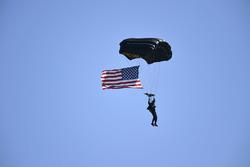 Parachute, Pre Race