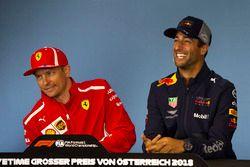 Kimi Raikkonen, Ferrari e Daniel Ricciardo, Red Bull Racing, nella conferenza stampa del giovedì