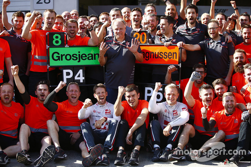 Haas F1 Team group photo