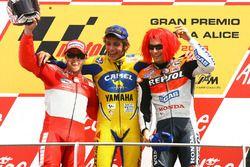 Podium: race winner Valentino Rossi, second place Loris Capirossi, third place Nicky Hayden