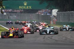 Max Verstappen, Red Bull Racing RB13, Lewis Hamilton, Mercedes-Benz F1 W08 y Sebastian Vettel, Ferra