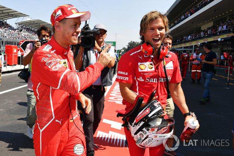 Pole, Sebastian Vettel, Ferrari celebra en parc ferme con su entrenador, Antti Kontsas