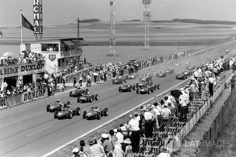 Wolfgang von Trips, leads Phil Hill, Richie Ginther, all Ferrari 156, at the start
