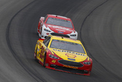 Joey Logano, Team Penske, Ford Fusion Shell Pennzoil e Ryan Blaney, Team Penske, Ford Fusion DEX Imaging