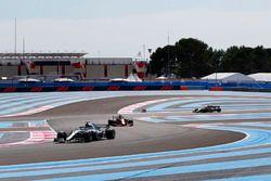 Lewis Hamilton, Mercedes AMG F1 W09, Max Verstappen, Red Bull Racing RB14, Carlos Sainz Jr., Renault Sport F1 Team R.S. 18