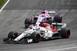 Marcus Ericsson, Sauber C37 et Sergio Perez, Force India VJM11