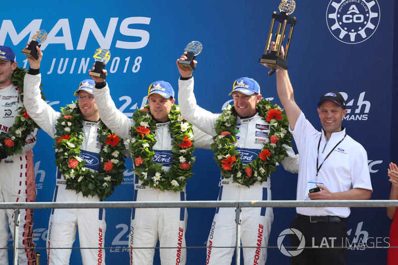 LMGTE Pro podio: tercer lugar Joey Hand, Dirk Müller, Sébastien Bourdais, Ford Chip Ganassi Racing