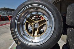 Neumático Avon