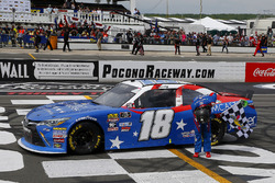 Race winner Kyle Busch, Joe Gibbs Racing, Toyota Camry Comcast Salute to Service Juniper