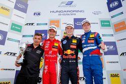 Podium: Race winner Dan Ticktum, Motopark Dallara F317 - Volkswagen, second place Guanyu Zhou, PREMA
