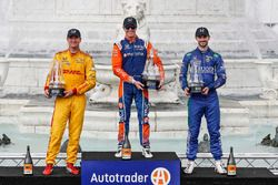 Ryan Hunter-Reay, Andretti Autosport Honda, Scott Dixon, Chip Ganassi Racing Honda, Alexander Rossi, Andretti Autosport Honda sur le podium