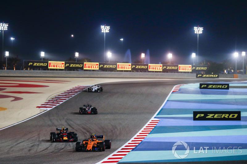 Stoffel Vandoorne, McLaren MCL33 Renault, Max Verstappen, Red Bull Racing RB14 Tag Heuer, e Romain Grosjean, Haas F1 Team VF-18 Ferrari
