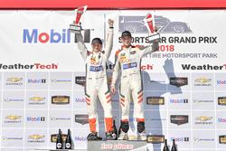 #54 CORE autosport ORECA LMP2, P: Jon Bennett, Colin Braun, festeggiano la vittoria sul podio
