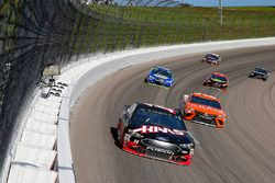 Clint Bowyer, Stewart-Haas Racing Ford and Daniel Suarez, Joe Gibbs Racing Toyota
