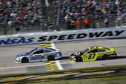 Dale Earnhardt Jr., Hendrick Motorsports Chevrolet and Paul Menard, Richard Childress Racing Chevrolet