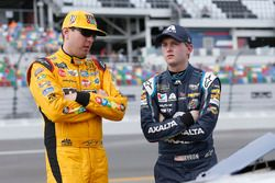 Kyle Busch, Joe Gibbs Racing Toyota, William Byron, Hendrick Motorsports, AXALTA Chevrolet Camaro