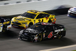 Trevor Bayne, Roush Fenway Racing Ford Fusion, Michael McDowell, Front Row Motorsports Ford Fusion