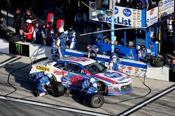 Pit stop, A.J. Allmendinger, JTG Daugherty Racing Chevrolet Camaro