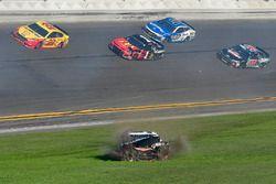 Kasey Kahne, Leavine Family Racing Chevrolet Camaro crashes