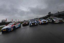 Tom Ingram, Speedworks Motorsport Toyota Avensis, Matt Neal, Halfords Yuasa Racing Honda Civic Type