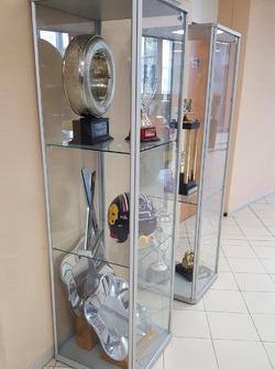 Trofei in esposizione nella sede del gruppo PSA