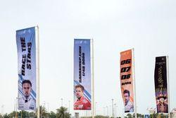 Bandiere per il GP del Bahrain all'aeroporto