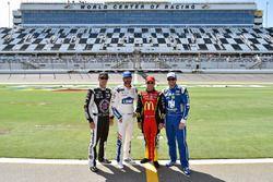 Kevin Harvick, Stewart-Haas Racing Ford, Jimmie Johnson, Hendrick Motorsports Chevrolet, Jamie McMur